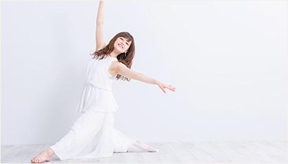 踊っている女性